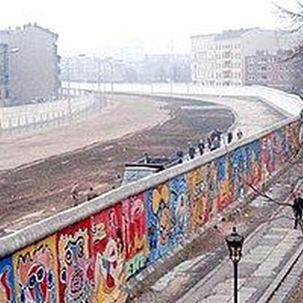 Berlin Wall Essay Examples