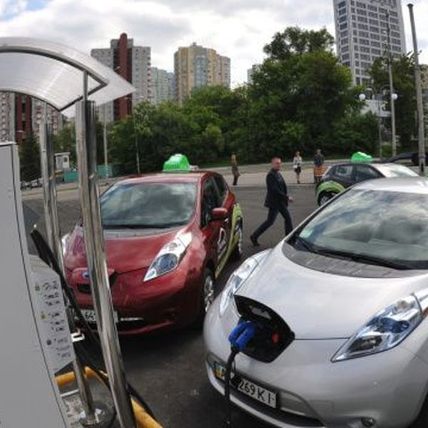 Electric Vehicles Essay Examples
