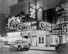 What did the writing of the Harlem Renaissance explore?